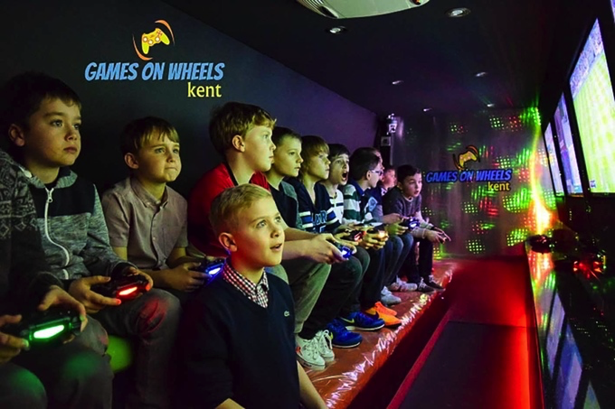 Games on Wheels franchise - children playing